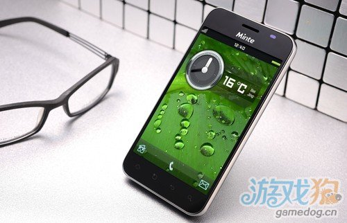最超值高清大屏Android系统明泰智能手机艳照曝光