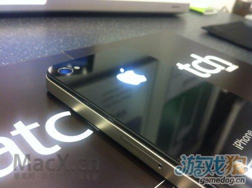 iPhone苹果Logo新功能 耳机口成手电筒