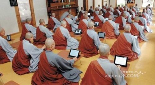 科技时代高僧 就得用苹果iPad平板电脑念经