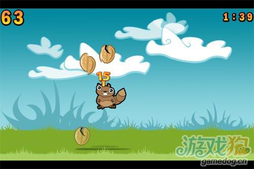 天空中突然降下果实:力破坚果 帮小松鼠吃到坚果3