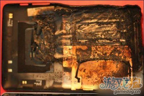Nexus7自燃机身融化 或为充电习惯有问题