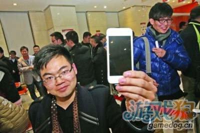 苹果iPhone 5多国开售 消费者热情减退2