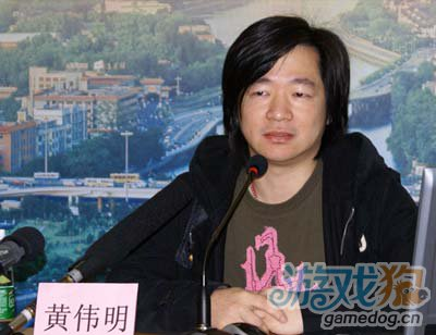 联想CFO黄伟明称曾考虑收购黑莓生产商RIM