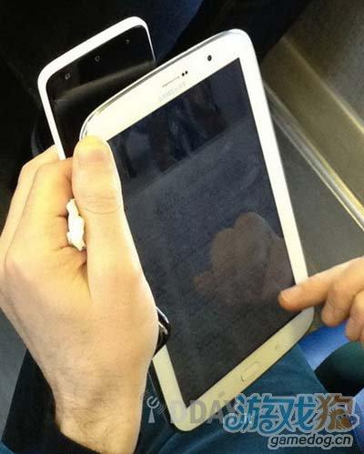 三星GALAXY Note 8.0真机曝光 挑战iPad mini1