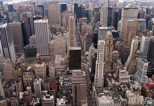 纽约曼哈顿作品群 是美国纽约市5个行政区之中最人口稠密的一个,与纽约县范围相当。这个行政区主要由一个岛组成,并被东河、哈得孙河以及哈莱姆河包围,并同时包括邻近的一些小岛屿和一块在大陆上的飞地。曼哈顿被形容为整个美国的经济和文化中心,也是联合国总部的所在地。下曼哈顿的华尔街是世上其中一个最重要的金融中心,有高达1.