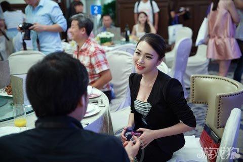 中国最美女游戏制作人cj全程被跟拍意外走红